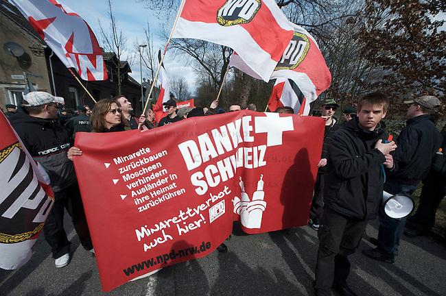 Die extrem rechte Partei Pro-NRW und die neofaschistische NPD protestierten am Sonntag dn 28.Maerz 2010 mit getrennten Demonstrationen gegen die Merkez-Moschee in Duisburg-Marxloh. Gegen die rechten Demonstrationen protestierten mehr als tausend Menschen aus dem Stadtteil und linken Organisationen mit Demonstrationen und Sitzblockaden auf den Demonstrationsrouten der Rechten. An den rechten Demonstrationen nahmen jeweils ca. 150 Personen teil.<br />Hier: Die Demonstration der NPD.<br />28.3.2010, Duisburg <br />Copyright: Christian-Ditsch.de<br />[Inhaltsveraendernde Manipulation des Fotos nur nach ausdruecklicher Genehmigung des Fotografen. Vereinbarungen ueber Abtretung von Persoenlichkeitsrechten/Model Release der abgebildeten Person/Personen liegen nicht vor. NO MODEL RELEASE! Don't publish without copyright Christian-Ditsch.de, Veroeffentlichung nur mit Fotografennennung, sowie gegen Honorar, MwSt. und Beleg. Konto: I N G - D i B a, IBAN DE58500105175400192269, BIC INGDDEFFXXX, Kontakt: post@christian-ditsch.de Urhebervermerk wird gemaess Paragraph 13 UHG verlangt.]