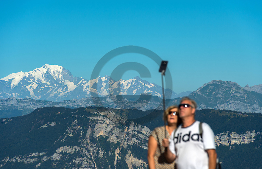 22/08/16 - AIX LES BAINS - SAVOIE - FRANCE - Le Massif des Bauges (premier plan) et le Mont Blanc vu du Mont du Chat - Photo Jerome CHABANNE