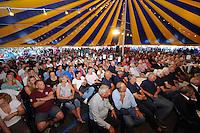 SKUTSJESILEN: GROU: Feesttent Halbertsmaplein, 19-07-2013, Opening SKS skûtsjesilen, loting voor walstart bij De Veenhoop en Earnewâld, ©foto Martin de Jong