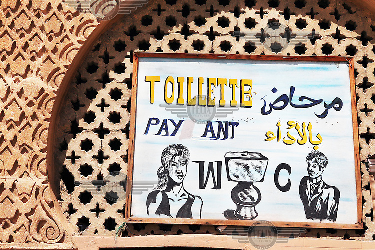 A hand painted sign at the entrance to a public toilet on the place el-Hedime in Meknes.