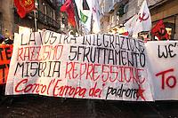 NAPOLI INCONTRO TRA I PRESIDENTI DI E ITALI GERMANIA POLONIA.NELLA FOTO STUDENTI TENTANO DI FORZARE LA ZONA ROSSA .FOTO CIRO DE LUCA
