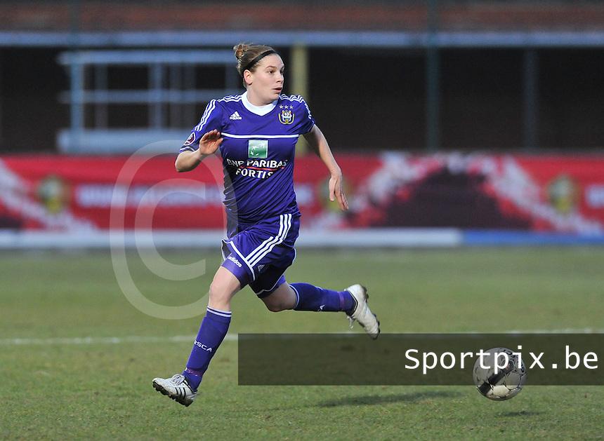 Waasland Beveren Sinaai Girls - RSC Anderlecht : Anne Puttemans.foto DAVID CATRY / Nikonpro.be