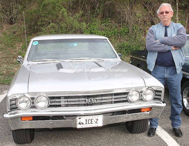 Woodbury, CT-01 MAY 2008-050108MK56 John Iosa with his 1967 Chevelle Watertown. (C) 860-250-1310. (Michael Kabelka / Republican-American  ()CQ