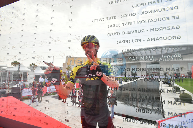 Jack Bauer (NZL) Mitchelton-Scott signs on before the start of Stage 2 of the 2019 UAE Tour, running 184km form Yas Island Yas Mall to Abu Dhabi Breakwater Big Flag, Abu Dhabi, United Arab Emirates. 25th February 2019.<br /> Picture: LaPresse/Massimo Paolone | Cyclefile<br /> <br /> <br /> All photos usage must carry mandatory copyright credit (© Cyclefile | LaPresse/Massimo Paolone)