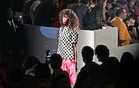 SAO PAULO, SP, 11 JUNHO 2012 - SPFW DESFILE GRIFE ALEXANDRE HERCHVITCH  - Desfile da grife Alexandre Herchcovitch durante a 33ª edição do São Paulo Fashion Week Verão 2013, nesta segunda-feira, 11. (FOTO: VANESSA CARVALHO / BRAZIL PHOTO PRESS). - Desfile da grife Alexandre Herchcovitch durante a 33ª edição do São Paulo Fashion Week Verão 2013, nesta segunda-feira, 11. (FOTO: VANESSA CARVALHO / BRAZIL PHOTO PRESS).