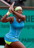 29-05-10, Tennis, France, Paris, Roland Garros, Serena Williams   Anastasia Pavlyuchenkova