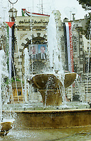 SYRIEN Damaskus Bildnis des syrischen Staatspraesident Bashar al-Assad und seines Vaters und Vorgaengers Hafiz al-Assad / SYRIA Damascus, images of president Bashar al-Assad and his father Hafiz al-Assad