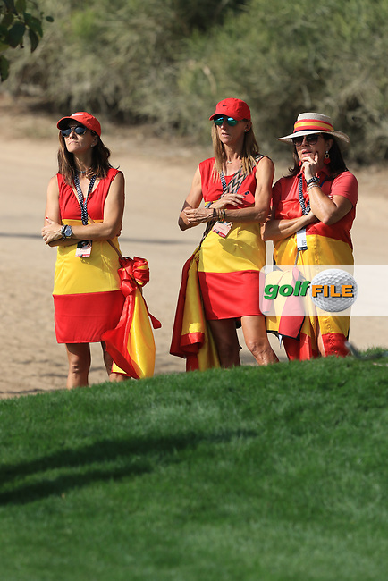 Support for Adri Arnaus (ESP) on the 2nd during Round 4 of the Omega Dubai Desert Classic, Emirates Golf Club, Dubai,  United Arab Emirates. 27/01/2019<br /> Picture: Golffile | Thos Caffrey<br /> <br /> <br /> All photo usage must carry mandatory copyright credit (© Golffile | Thos Caffrey)