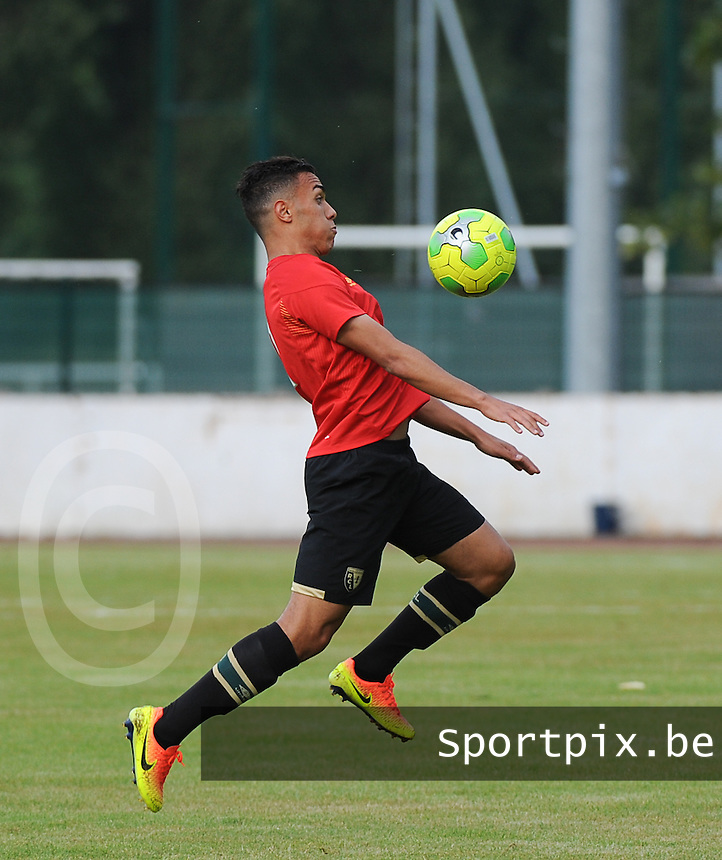 20160713 - DOUAI , FRANCE : RC Lens' Akim Zedatka pictured during a friendly game between Racing Club de LENS and Waasland Beveren during the preparations for the 2016-2017 season , Wednesday 13 July 2016 ,  PHOTO Dirk Vuylsteke | Sportpix.Be