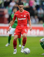 FUSSBALL   INTERNATIONAL   SAISON 2011/2012   TESTSPIEL SV Werder Bremen - Olympiakos Piraeus             26.07.2011 Albert Riera (Piraeus) Einzelaktion am Ball