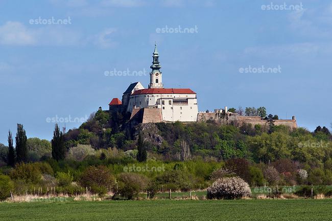 SLOWAKEI, 04.2017, Nitra. Blick auf die Burg mit der Kathedrale des heiligen Emmeram. | View of the castle with the St. Emmeram's Cathedral inside.<br /> &copy; Martin Fejer/EST&amp;OST