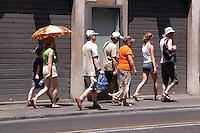 Caldo in città. Hot summer in the city..Turisti in città. Turist in Rome.....