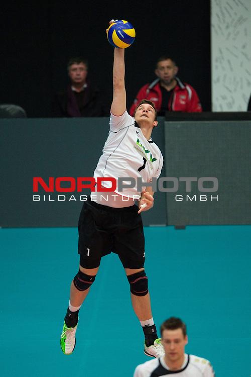 29.12.2013, Lotto Dome, Maaseik<br /> Volleyball, Belgien vs. Deutschland<br /> <br /> Aufschlag / Service Christian Fromm (#1 GER)<br /> <br />   Foto &copy; nordphoto / Kurth