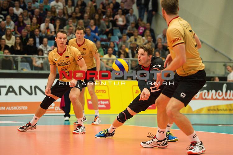 04.10.2015, CU Arena, Hamburg<br /> Volleyball, LŠnderspiel / Laenderspiel, Deutschland vs. Russland<br /> <br /> Denys Kaliberda (#6 GER), Annahme Markus Steuerwald (#2 GER), Sebastian Schwarz (#3 GER)<br /> <br />   Foto &copy; nordphoto / Kurth