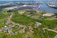 4415/Moorburg:EUROPA, DEUTSCHLAND, HAMBURG, MOORBURG 21.05.2005: Moorburg, Altenwerder, Hafenerweiterung, Hamburg im Hintergrund, CTA, Container Terminal Altenwerde, Suederelbe,  Luftbild