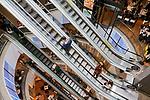 Escada rolante, Shopping Center 3, Sao Paulo. 2018. Foto de Juca Martins.