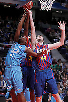 Asefa Estudiantes' Tariq Kirksay (l) and FC Barcelona Regal's Pete Mickeal (c) and Ante Tomic during Liga Endesa ACB match.January 13,2012. (ALTERPHOTOS/Acero)