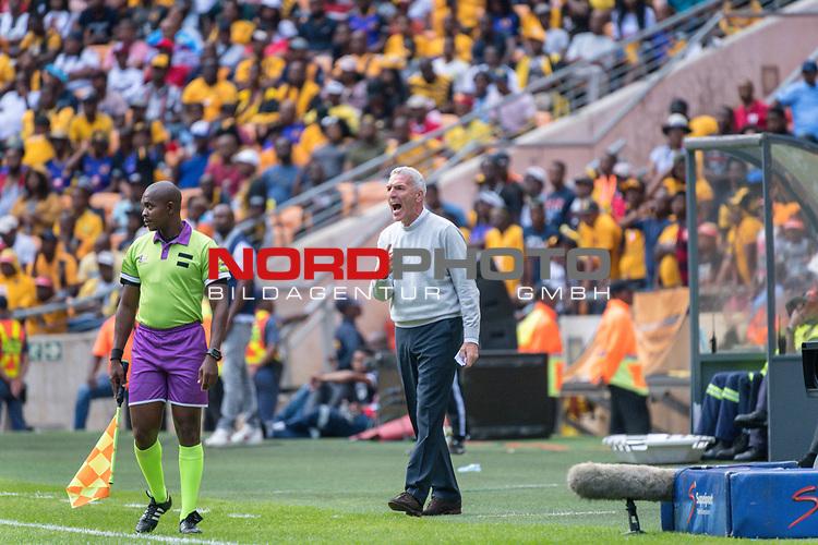 05.01.2019, FNB Stadion/Soccer City, Nasrec, Johannesburg, RSA, Premier League, Kaizer Chiefs vs Mamelodi Sundowns<br /> <br /> im Bild / picture shows <br /> <br /> Ernst Middendorp<br /> Einzelaktion, Ganzk&ouml;rper / Ganzkoerper<br /> Gestik, Mimik,<br /> <br /> <br /> Foto &copy; nordphoto / Kokenge
