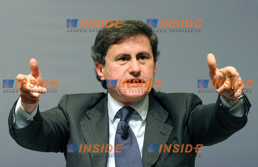 Roma 20-11-2006 Alleanza Nazionale:Finanziaria,SOS Impresa:Impresa e Mercato,crescita o declino?<br /> Nella foto Gianni Alemanno AN<br /> Photo Serena Cremaschi Inside (www.insidefoto.com)