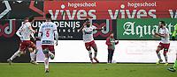 KVK KORTRIJK - SV ZULTE WAREGEM :<br /> Ilombe Mboyo viert zijn 2e goal van de avond en brengt zijn ploeg op voorsprong (3-2)<br /> <br /> Foto VDB / Bart Vandenbroucke