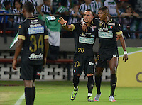 MEDELLÍN -COLOMBIA-23-08-2015. Marlon Piedrahita (Izq) del Once Caldas celebra un gol anotado a Atlético Nacional durante partido por la fecha 8 de la Liga Aguila II 2015 jugado en el estadio Atanasio Girardot de la ciudad de Medellín./ Marlon Piedrahita (L) of Once Caldas celebrates a goal scored to Atletico Nacional during match for the  8th date of the Aguila League II 2015 at Atanasio Girardot stadium in Medellin city. Photo: VizzorImage/León Monsalve/ Str