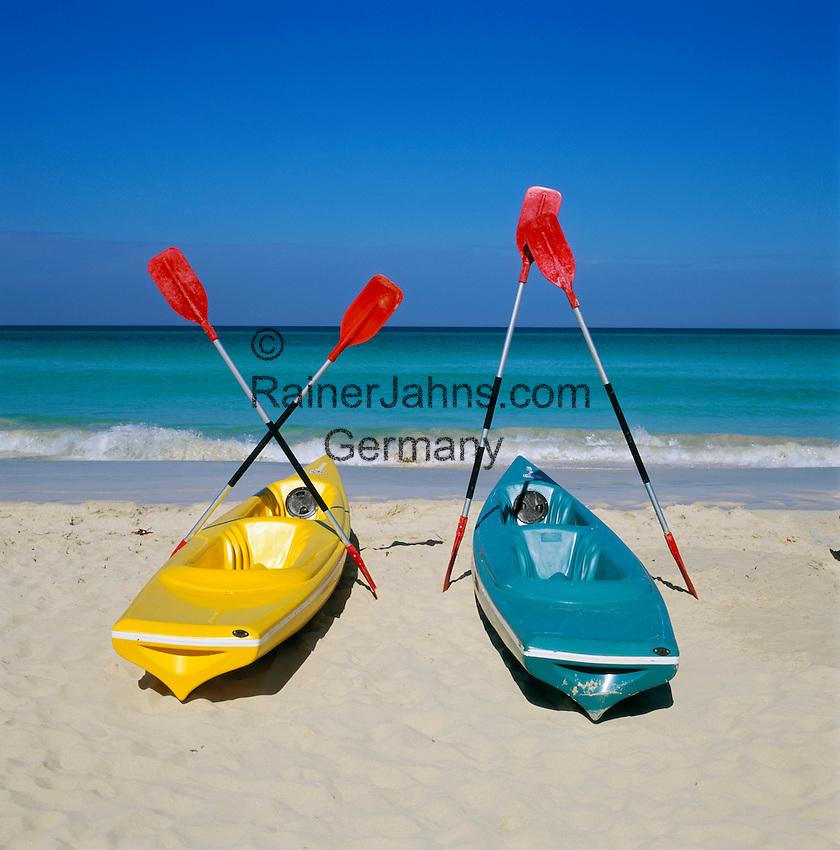 Cuba, Matanzas, Varadero: Kayaks on Beach | Kuba, Matanzas, Varadero: Strandurlaub, Kajaks