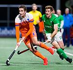 AMSTELVEEN - Jonas de Geus (Ned) met Shane O'Donoghue (IRE)   tijdens Nederland-Ierland (7-1), de voor Nederland laatste wedstrijd op eigen bodem in aanloop naar het WK hockey. ANP KOEN SUYK