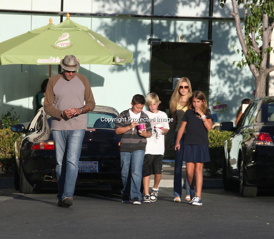 September 5th 2010  Exclusive..Brad Garrett went to get ice cream with his hot blonde girlfriend & kids in Calabasas California ...AbilityFilms@yahoo.com.805-427-3519.www.AbilityFilms.com.