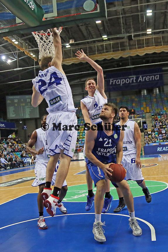 Danilo Barthel (Skyliners) gegen Taylor Braun (Aalstar) - Fraport Skyliners vs. Okapi Aalstar, Fraport Arena Frankfurt