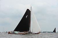 ZEILEN: SKS Skûtsjesilen 2014, Skûtsje d'Halve Maen - Drachten, schipper Berend Mink, ©foto Martin de Jong
