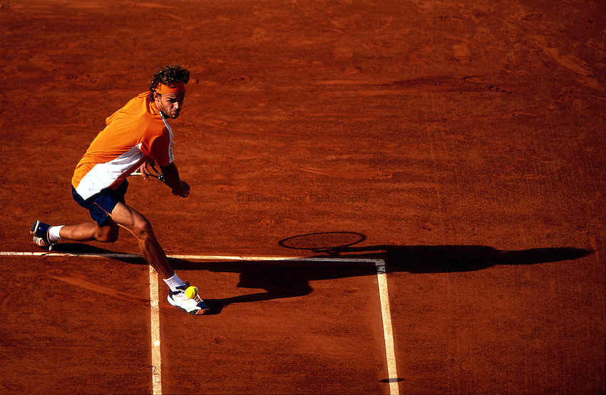 Photo. Richard Lane.Roland Garros French Open Tennis 2002..29/05/2002.Gustavo Kuerten.