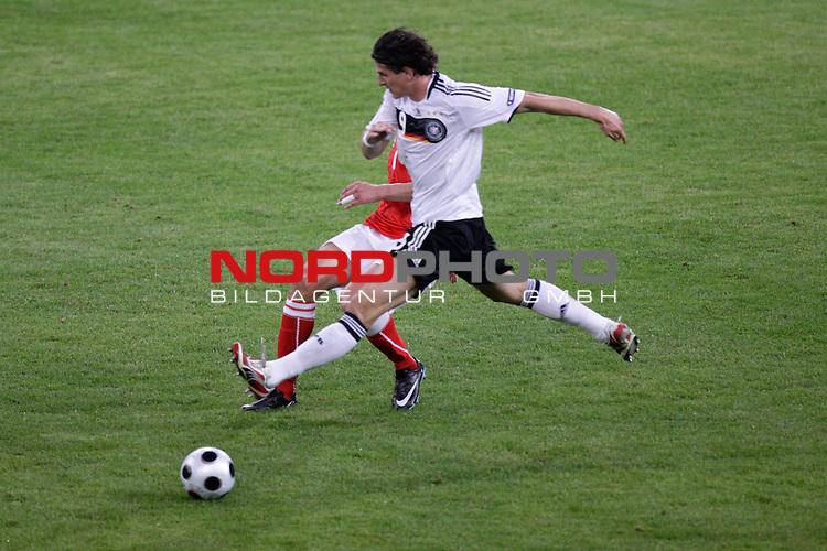 UEFA Euro 2008 Group B Klagenfurt - W&ouml;rthersee Match 04 <br /> <br /> Deutschland ( GER ) - Polen ( POL )<br /> <br /> Zweikampf zwischen Mario Gomez ( Germany / Angreifer / Forward / VFB Stuttgart #9) und Jacek Bak  ( Poland  / Verteidiger / Defender /  Austria Wien #06 )<br /> <br /> Foto &copy; nph (  nordphoto  )<br /> <br /> <br /> <br />  *** Local Caption ***