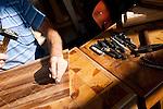 Konjic - La città è la patria degli artigiani del legno. Nelle foto il laboratorio dove la famiglia Niksic ha la fabbrica. Creano dei pezzi unici che vengono acquistati quasi esclusivamente da una clientela benestante.