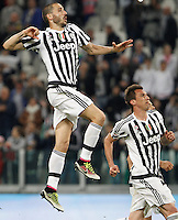 Calcio, Serie A: Juventus vs Lazio. Torino, Juventus Stadium, 20 aprile 2016.<br /> Juventus&rsquo; Leonardo Bonucci, left, and Mario Mandzukic celebrate at the end of the Italian Serie A football match between Juventus and Lazio at Turin's Juventus Stadium, 20 April 2016. Juventus won 3-0.<br /> UPDATE IMAGES PRESS/Isabella Bonotto