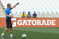 SAO PAULO, SP, 16.05.2014 - TREINO CORINTHIANS - Tecnico Mano Menezes durante treino do Corinthians no Estadio de Itaquera na regiao leste da cidade de Sao Paulo nesta sexta-feira. (Foto: Vanessa Carvalho / Brazil Photo Press).