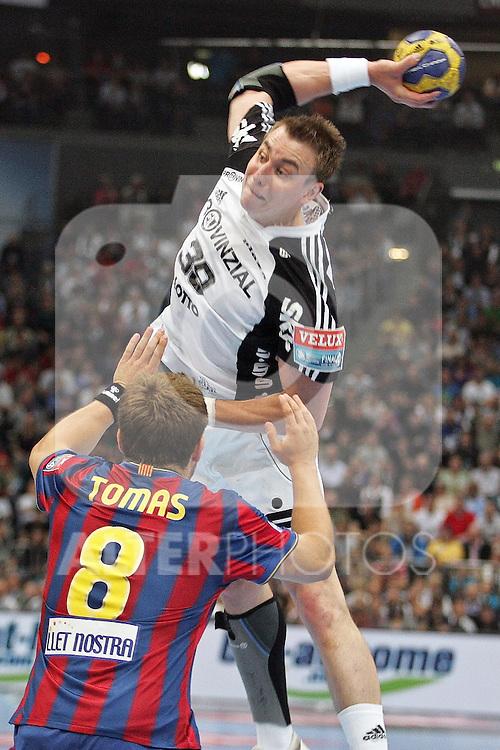 30.05.2010, Lanxess Arena, Koeln, GER, EHF Final Four, Finale ,Barcelona FC ( ESP ) vs THW Kiel ( GER ) im Bild: Filip JICHA ( Kiel #39 ) / Victor TOMAS ( Barcelona #8 )  Foto © nph /  Florian Mueller