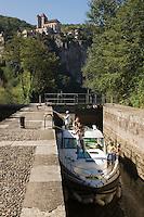 Europe/France/Midi-Pyrénées/46/Lot/Saint-Cirq-Lapopie: Navigation fluviale sur la vallée du Lot à l'écluse  Auto N°: 2008-213  Auto N°: 2008-214  Auto N°: 2008-217  Auto N°: 2008-216