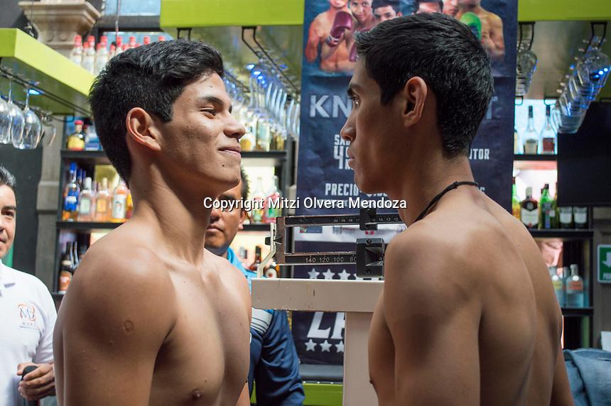Querétaro, Qro. 3 de noviembre 2017.- Esta mañana se realizó la ceremonia de pesaje de los boxeadores amateur y profesionales. El día de mañana Zamora Promotions invita a la función en busca del Knock Out en el Palenque del Ecocentro Expositor el Marqués a las 18 hrs.
