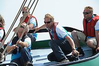 SKUTSJESILEN: STAVOREN: IJsselmeer, 13-08-2012, IFKS skûtsjesilen, A-klasse, skûtsje Zeldenrust, Fonger Ringnalda (schotenman), Wiepke Wierda (adviseur/windvanger), schipper Kees van der Kooij, Lars vd Berg (adviseur), ©foto Martin de Jong