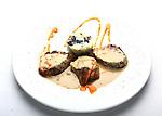 Amanida de peix amb vinagreta de fenoll. Fish salad with fennel vinaigrette. Fisch-Salat mit Fenchel-Vinaigrette . Ensala de pescado con vinagreta de hinojo Filet d'iberic amb crema de ceps acompanyat de pastis de patata amb fredolics i rostillons. Solomillo iberico con crema de ceps acompañado de pastel de patata con setas. Iberic sirloin steak with mushroom cream.