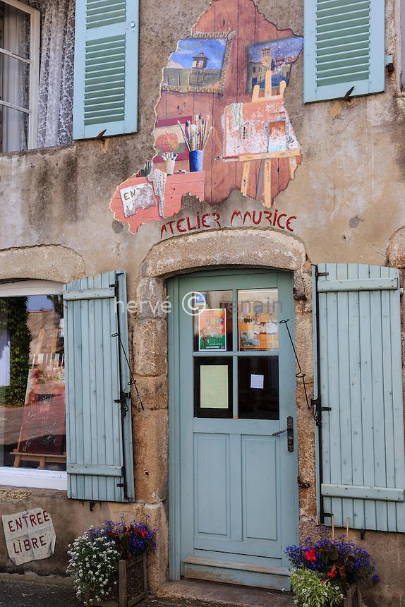 France, Allier (03), Châtel-Montagne, atelier de peintre dans le village // France, Allier, Chatel Montagne, painter workshop in the village