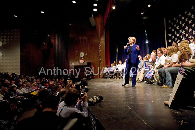 Seifert, New Hampshire.January 7, 2008 ..Democratic presidential hopeful and New York Senator Hillary Clinton campaigns at Salem High School one day before the 08 January state primary..