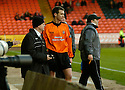 19/02/2005         Collect Pic : James Stewart.File Name : jspa08_dundee_utd_v_inverness.JIM MCINTYRE WALKS OFF INJURED PUTTING UNITED DOWN TO 10 MEN......Payments to :.James Stewart Photo Agency 19 Carronlea Drive, Falkirk. FK2 8DN      Vat Reg No. 607 6932 25.Office     : +44 (0)1324 570906     .Mobile   : +44 (0)7721 416997.Fax         : +44 (0)1324 570906.E-mail  :  jim@jspa.co.uk.If you require further information then contact Jim Stewart on any of the numbers above.........A
