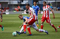 Fabian Holland (SV Darmstadt 98) gegen Christopher Trimmel (1. FC Union Berlin) - 28.04.2018: SV Darmstadt 98 vs. 1. FC Union Berlin, Stadion am Boellenfalltor, 32. Spieltag 2. Bundesliga