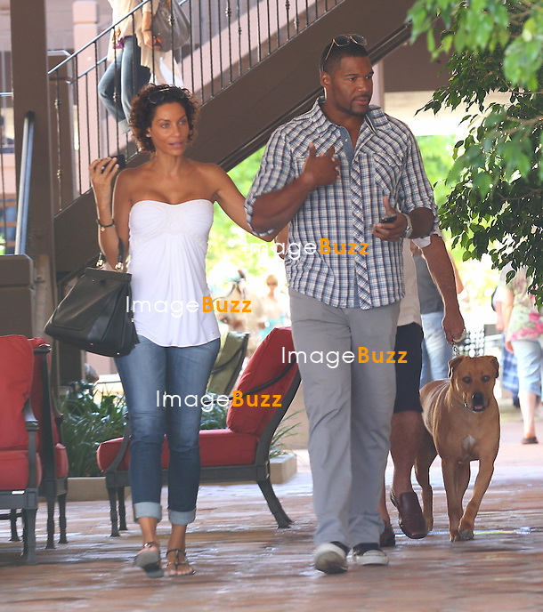Nicole Murphy and Michael Strahan at The Malibu Country Mart..Los Angeles, July 29, 2012..