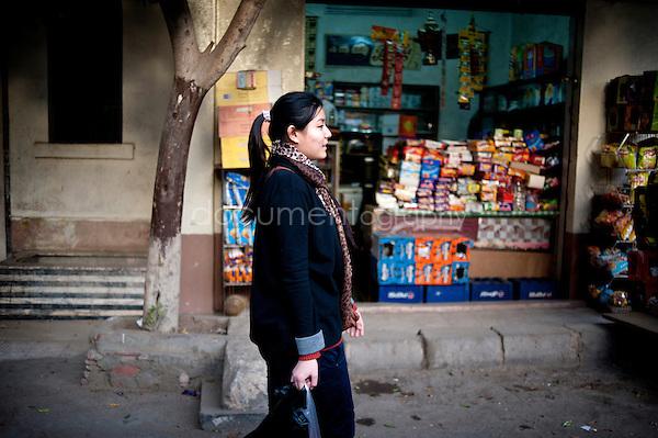 Copyright : Magali Corouge / Documentography.Le Caire, le 26 janvier 2013. .Yitong Shen dans les rues de son quartier d'Abbasseya du Caire.