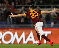 Calcio, Serie A: Roma vs Frosinone. Roma, stadio Olimpico, 30 gennaio 2016.<br /> Roma's Stephan El Shaarawy celebrates after scoring during the Italian Serie A football match between Roma and Frosinone at Rome's Olympic stadium, 30 January 2016.<br /> UPDATE IMAGES PRESS/Isabella Bonotto