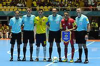 CALI -COLOMBIA-16-09-2016: Sosa Tomic (C) arbitro, asitentes y Angellot Caro (#10), capitán de Colombia, y Edgar Rivas (#6), capitán de Panama, durante los actos protocolarios previo al encuentro del grupo A entre Colombia y Panama de la Copa Mundial de Futsal de la FIFA Colombia 2016 jugado en el Coliseo del Pueblo en Cali, Colombia. /  Sosa Tomic (C) referee, assistants and Angellot Caro (#10), captain of Colombia, y Edgar Rivas (#6), captain of Panama during formal events prior the match of the group A between Colombia and Panama of the FIFA Futsal World Cup Colombia 2016 played at Metropolitan Coliseo del Pueblo in Cali, Colombia. Photo: VizzorImage/ NR / Cont