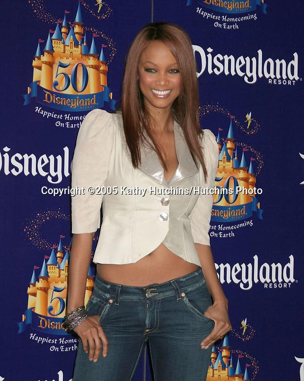 Tyra Banks.Disneyland 50th Anniversary Party.Anaheim,  CA.May 4, 2005.©2005 Kathy Hutchins / Hutchins Photo