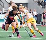 AMSTELVEEN - Hockey - Hoofdklasse competitie dames. AMSTERDAM-DEN BOSCH (3-1) . Margot van Geffen (Den Bosch). met Maria Verschoor (A'dam) .  COPYRIGHT KOEN SUYK